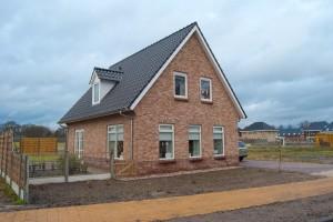 Een geheel door Jurrie Kuiper gezette nieuwbouwwoning in Slagharen. U ziet hier de voorzijde